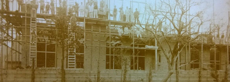 De eerste verdieping staat! foto rond 1892
