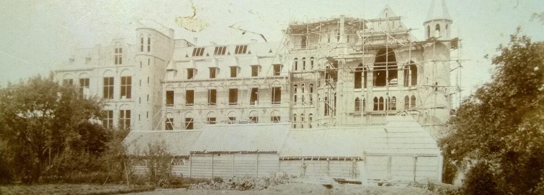 Het klooster in aanbouw, rond 1893