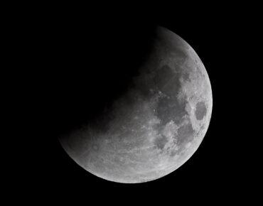 De Maan gefotografeerd met de 25cm F5 newton