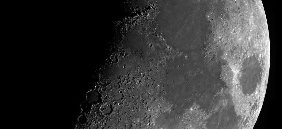 De maan met de Intes Maknewton 18 cm van Tivoli