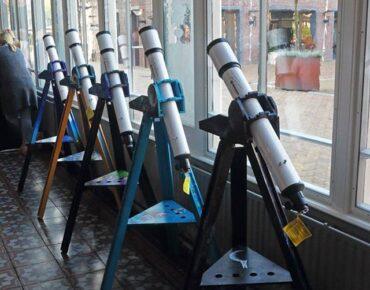 """telescopen uit het project """"Sterren Schitteren voor iedereen"""""""